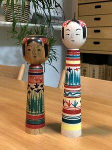 2 poupées kokeshi