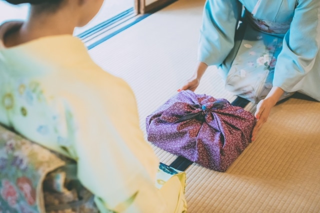 Furoshiki, l'art d'emballer un cadeau à la japonaise