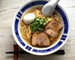 nouilles asiatiques en soupe