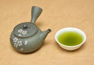 thé vert japonais et théière