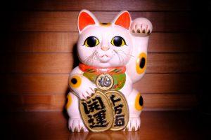 maneki neko avec pièces